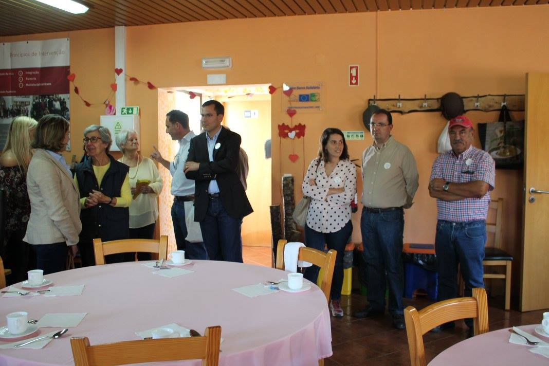 Centro de Dia de Secarias recebe comitiva do PSD
