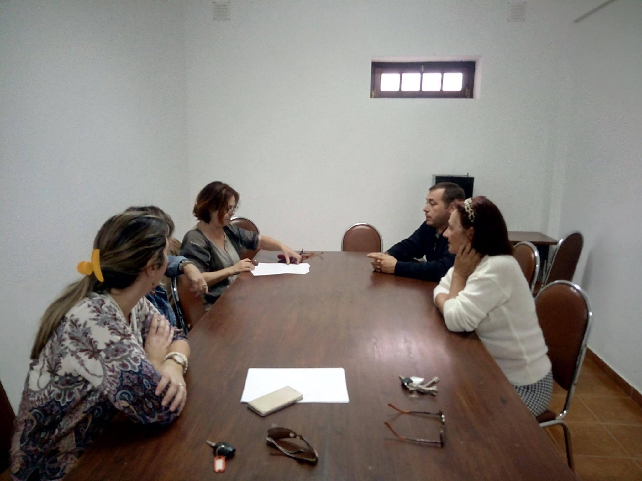 GRUPO DE VOLUNTÁRIOS APOIAM COMUNIDADES
